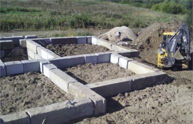 Фундамент из бетонных блоков плюсы и минусы