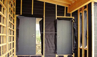 Установка железной двери в каркасном доме