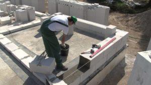 Строительство дома из пеноблоков — выбор материала и технология