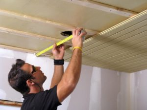 Как сделать потолок из вагонки – инструкция по выбору материала и установке своими руками