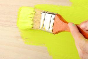 Окрашивание деревянных полов: подготовка, нанесение краски, инструменты и материалы