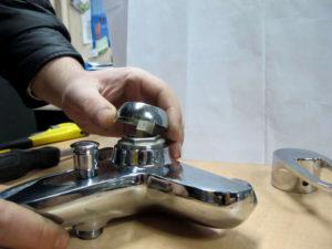 Ремонт смесителя в ванной своими руками – виды кранов
