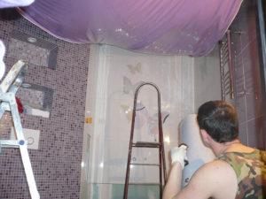 Монтаж натяжного потолка в ванной комнате и видео установки