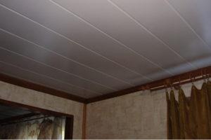 Потолок из панелей ПВХ – собираем сами в любой комнате