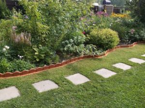 Дизайн сада – от дорожек и бордюров к цветникам и клумбам