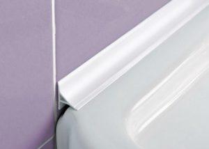 Плинтус для ванны – разновидности и правила