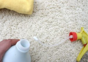Как убрать неприятный запах из ковролина?