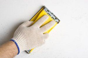 Шлифовка стен после шпаклевки – необходимые инструменты
