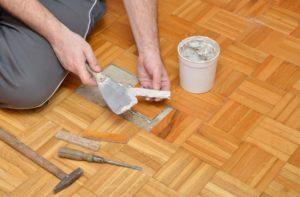 Реставрация или замена поврежденной паркетной доски своими руками