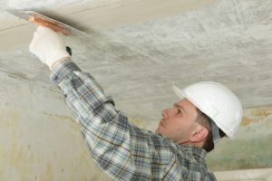 Выравнивание и штукатурка потолка под покраску своими руками