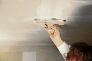 Штукатурка потолка – как добиться идеально ровной поверхности