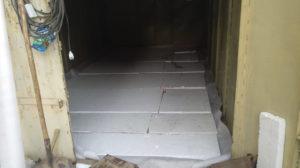 Пол в металлическом гараже