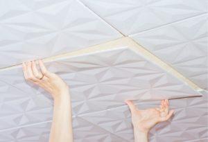Как поклеить потолочную плитку – выбор материалов и варианты монтажа