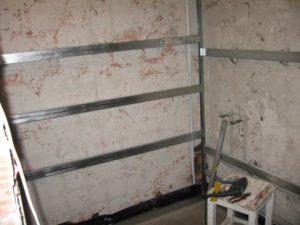 Как выполнить отделку ванной комнаты пластиковыми панелями