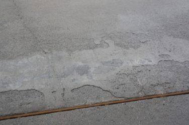 Как укрепить бетонную стяжку которая крошится?