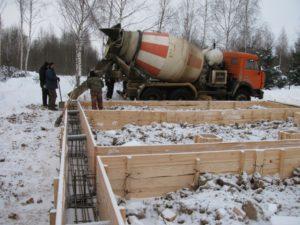 Строительство дома зимой и строительные работы в зимний период – все особенности процесса
